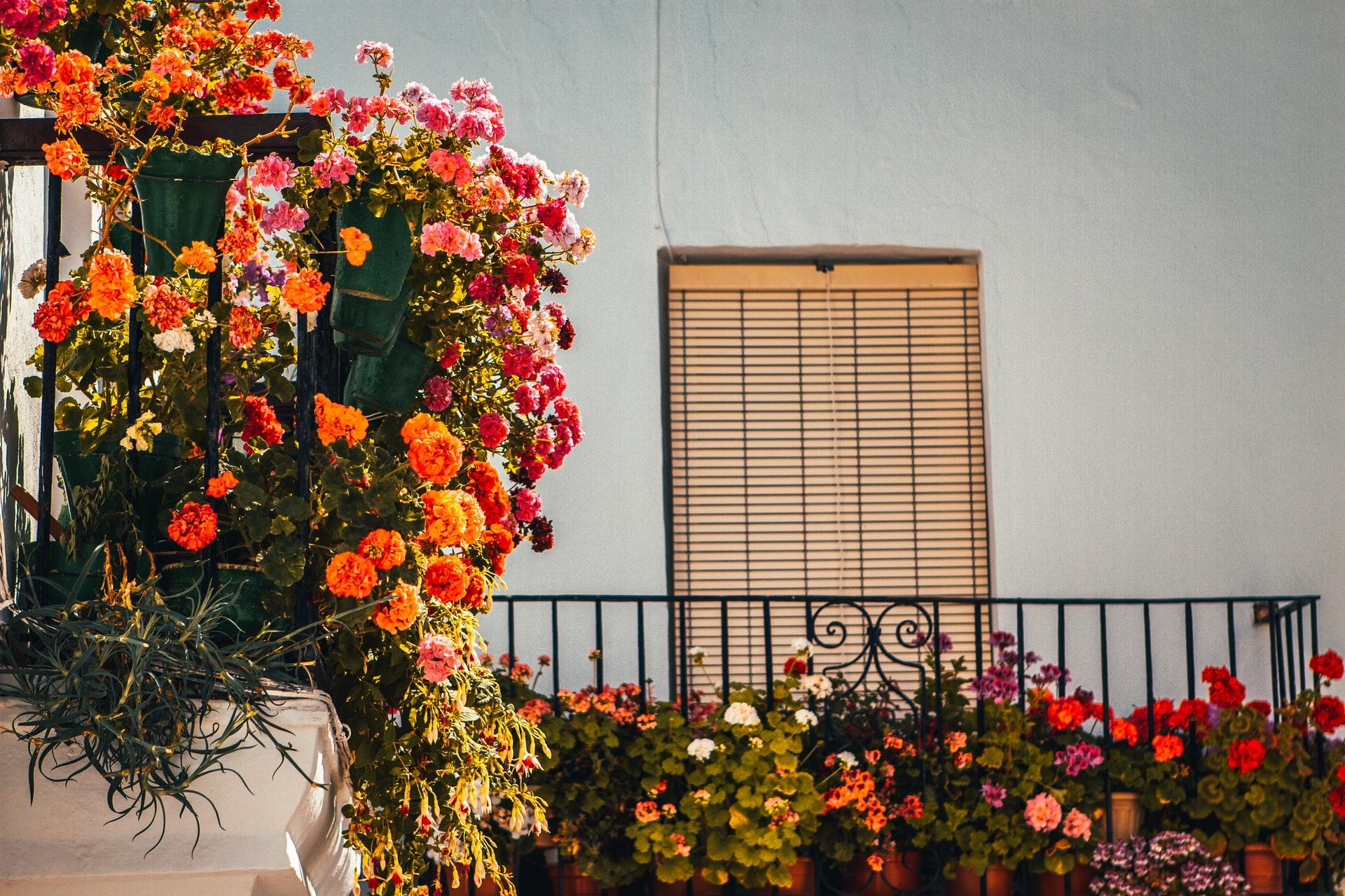 Ideas para decorar una terraza pequeña o balcón estrecho
